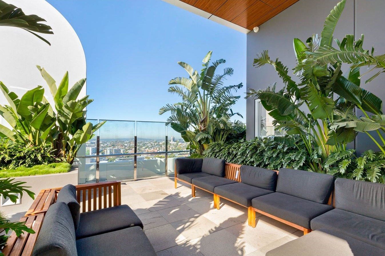 6% + Annual return in South Brisbane – Just 4 years new!